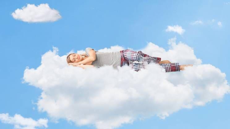 dormire sospesi, dormire su una nuvola
